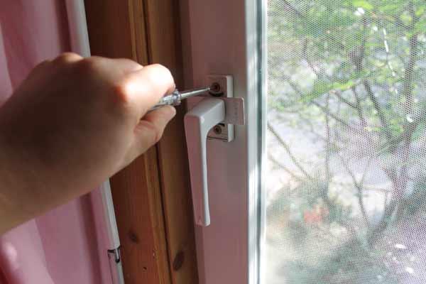 Funk-Fenster-Drehgriffkontakt-HM-Sec-RHS-Einbau-Schritt-1